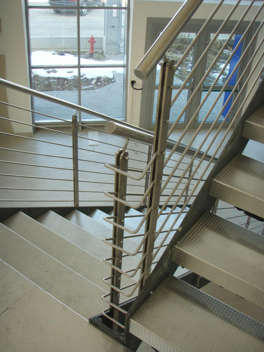 Ringhiere In Ferro Usate scala in ferro con gradini in lamiera sagomata | mondino srl