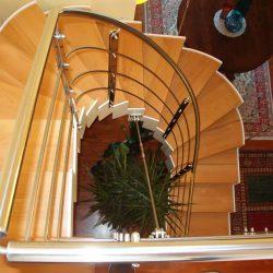 Escalier ouvert avec structure en fer