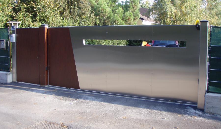 Cancello scorrevole in acciao e legno