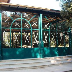 Gazebo en fer de style antique