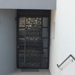 Portoncino d'ingresso condominio in acciaio