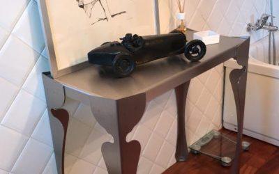 tavolo in acciaio sagomato al laser