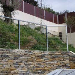 Recinzione su muretto per una barriera di protezione