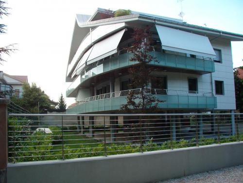 parapetto-balconi-acciaio-vetro-000-06